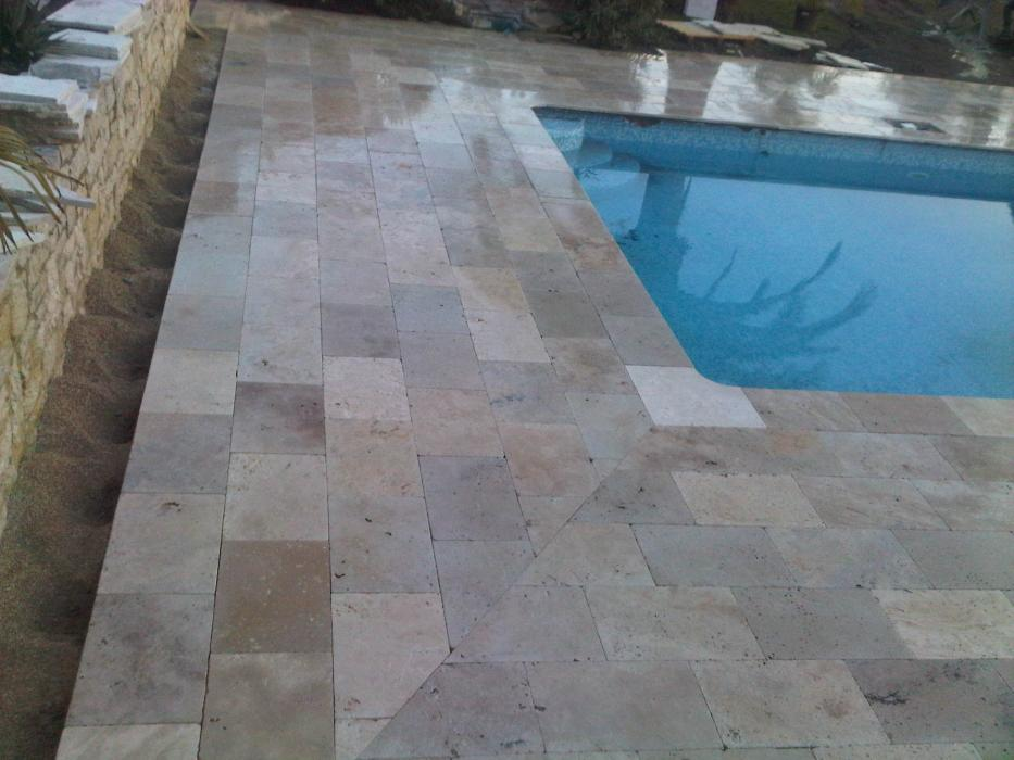Pose de carrelage pour plage de piscine biot for Carrelage piscine