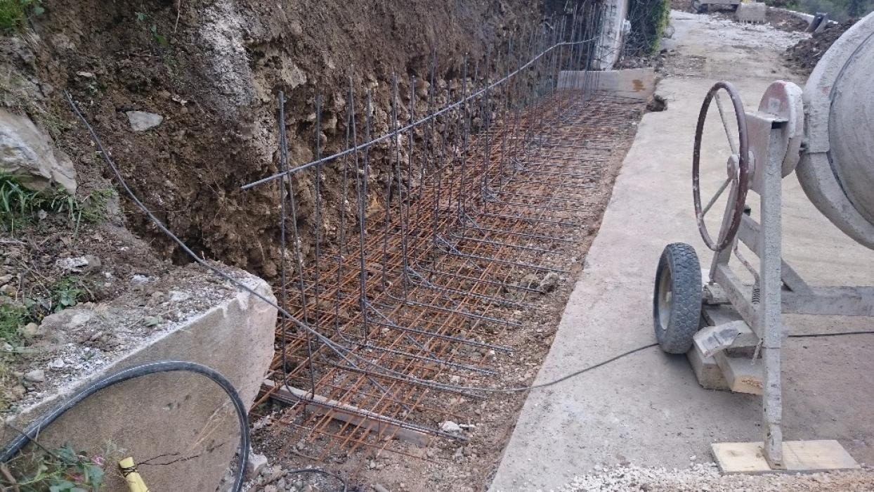 R alisation d 39 un mur de restanque en b ton banch grasse magagnosc m diterran e constructions - Mur en beton banche ...
